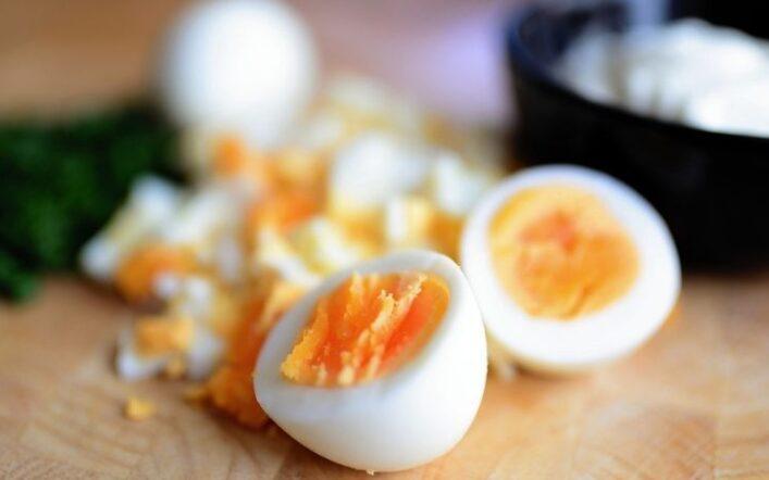 L'uovo nella dieta: benefici e come somministrarlo